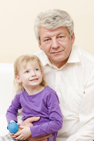 彼の孫娘と祖父の肖像画