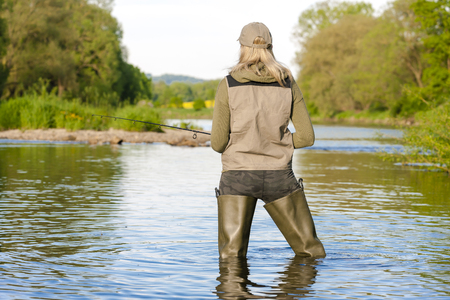 woman fishing in the river in spring Banque d'images