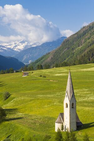 Old church in Kails am Grosglockner 免版税图像