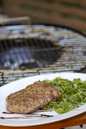 beef steak with spinach and arugula salad
