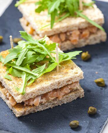 salmon tartare in toast bread Imagens