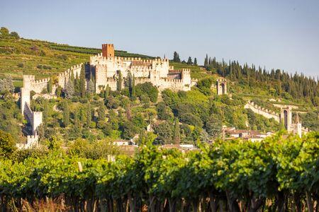 Castle Soave in Veneto, Italy 版權商用圖片