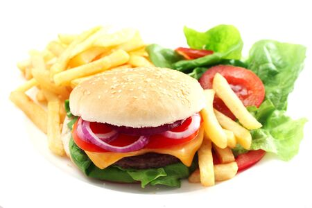 Cheeseburger With Chips And Salad On A White Plate Banco de Imagens