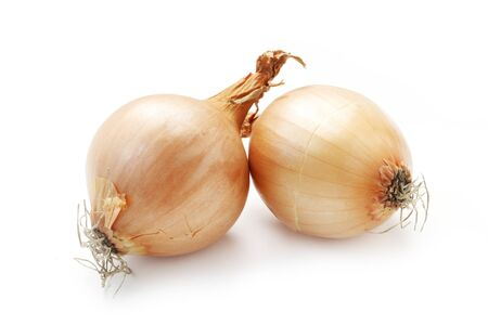 Deux oignons isolés sur blanc