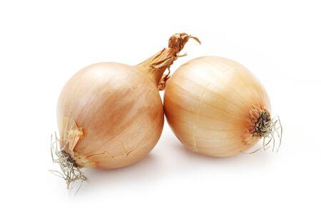 Due cipolle isolate su bianco