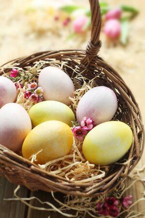 Easter Eggs In A Wicker Basket 版權商用圖片
