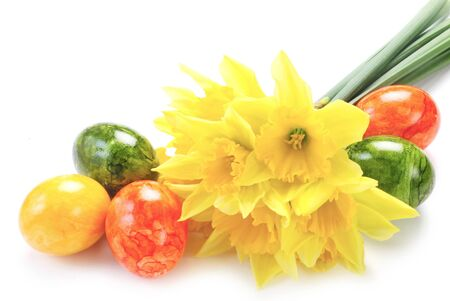 Daffodils And Easter Eggs Isolated On White 版權商用圖片