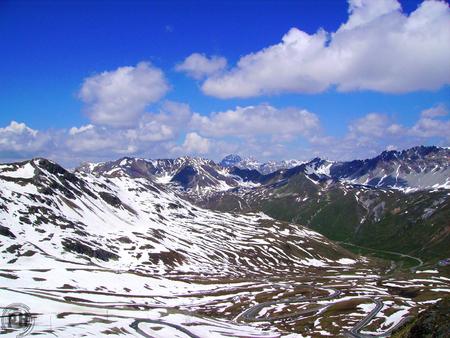 Panorama montagna innevata photo