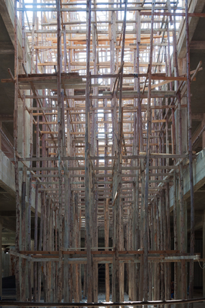 uplift: The wooden scaffold with the buiding under construction