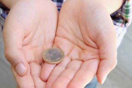 arme kinder: Geld in den H�nden