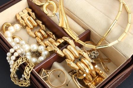 metal box: jewelry box with jewelery