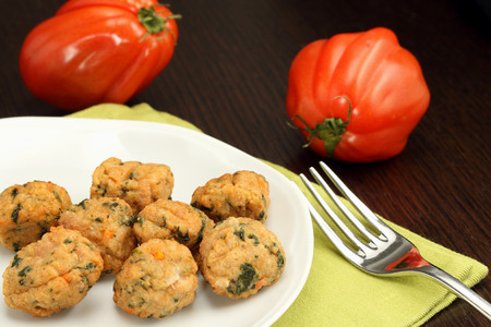 Chicken meatballs with beefsteak tomatoes