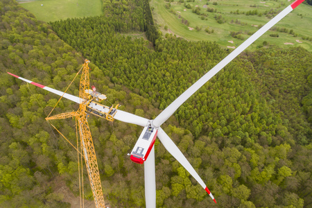 Aerial view of wind turbine under construction Stockfoto
