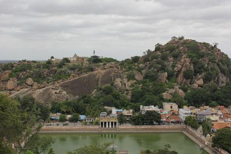 チャンドラギリ丘、Shravanabelagola の下の白い池