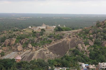 Vindhyagiri の頂上からの Chandragiri の眺め、Shravanabelagola