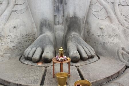 Bahubali (Gommateshwara) の 17 メートル モノリシック像の足 写真素材 - 86835329