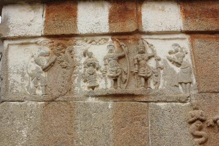 Gommateshwara 寺院、Shravanabelagola、ラーマーヤナの壁の彫刻