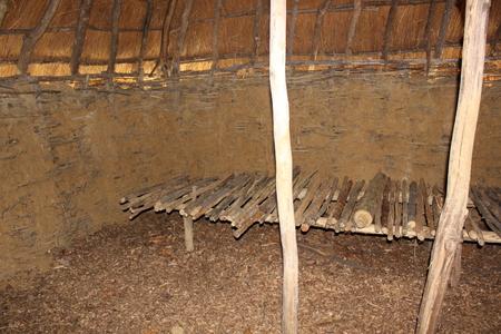 フォート古代博物館公園の外、ウィグワムの内部ビューが表示されます。 写真素材
