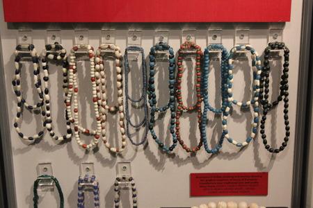 ガラスビーズ ・ ホープウェル文化によって使用されるハード底モカシン チェーン