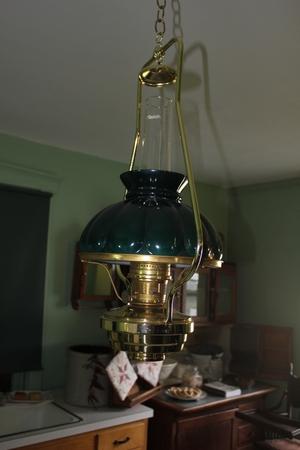 アーミッシュの家の中の光の色合いのシャンデリア 写真素材