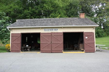 アーミッシュの村で鍛冶屋外