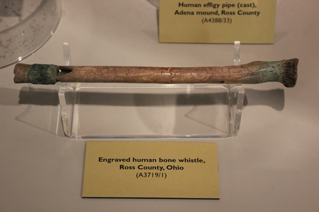 Engraved Human Bone Whistle at Fort Ancient Museum 新聞圖片