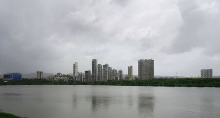 View over the lake on a Rainy day in the city of san pada and Vashi, Navi Mumbai, India Foto de archivo - 129706417