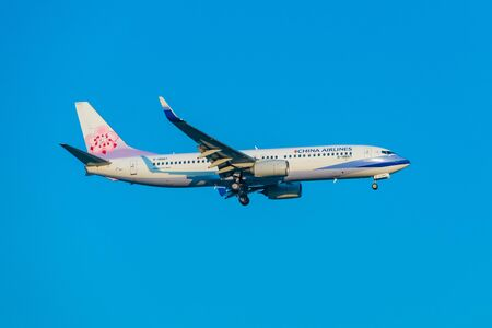 SUVARNABHUMI INTERNATIONAL AIRPORT, BANGKOK, THAILAND - Mar.16, 2018 : China Airlines, Boeing 737-800 is lined up with the runway and descending for landing. Redakční