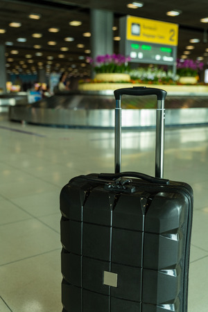 Lost black hardshell carry-on roller luggage left unattended at the baggage reclaim area at airport 写真素材 - 122403631