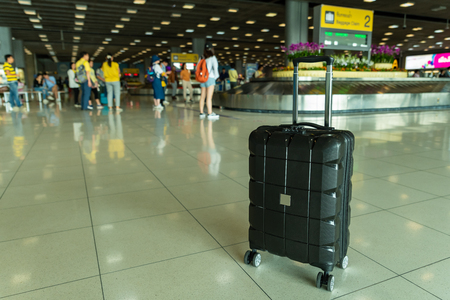 Lost black hardshell carry-on roller luggage left unattended at the baggage reclaim area at airport 写真素材 - 122403639