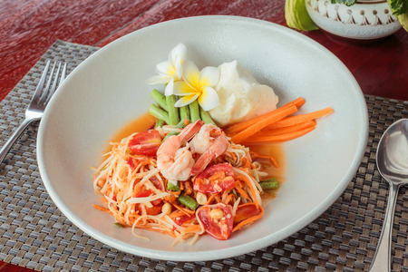 green papaya salad: Green papaya salad with shrimps. spicy thai food