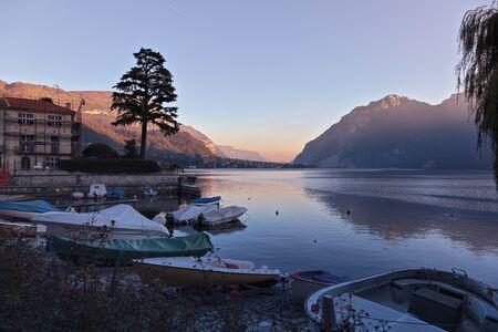 Vista panoramica del Lago di Como da Mandello del Lario Archivio Fotografico - 8370028