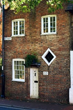 or lock up: Ye olde bloqueo hasta High Street East Grinstead Foto de archivo
