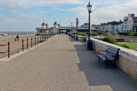 View along the promenade at Herne Bay Kent Фото со стока