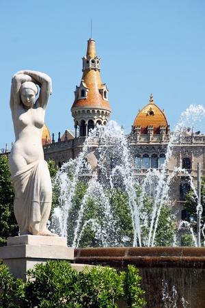 Statue and fountain Placa de Catalunya Barcelona Фото со стока