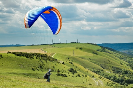 parapente: Paragliding op Devil's Dyke Stockfoto