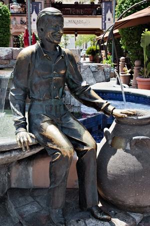 bono: Sonny Bono statue in Palm Springs