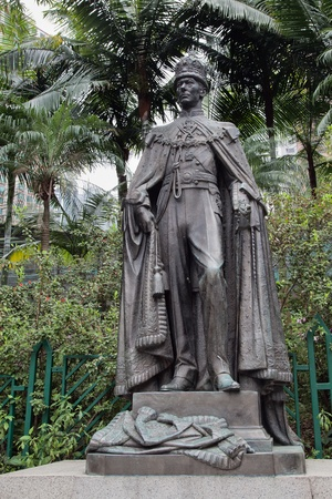 zoological: King George VI statue in Hongkong Zoological Gardens