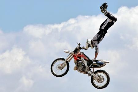 motociclista: Motociclista de acrobacias en el Hop Farm en Kent