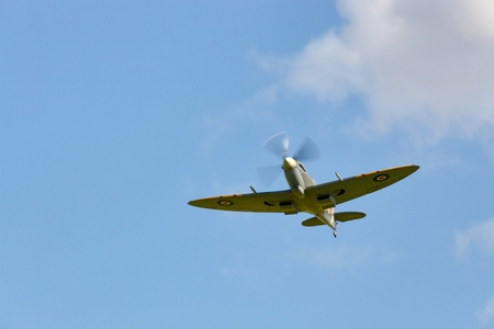 vickers: Supermarine Spitfire flying at the Goodwood Revival