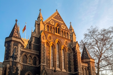 southwark: Evening sun shining on Southwark Cathedral