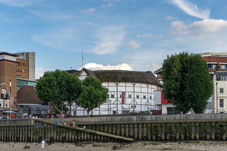 globe theatre: The Globe theatre in London