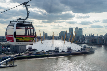 greenwich: View of the O2 building and a London cable car gondola