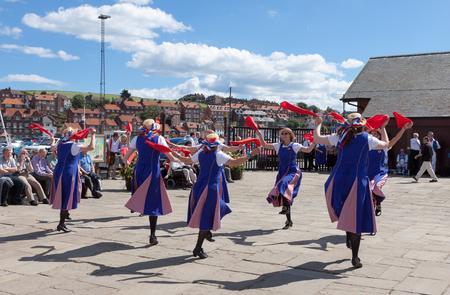 morris: Le donne Morris ballare a Whitby