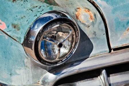 abandoned car: Faro en el coche abandonado en Seligman en la ruta 66