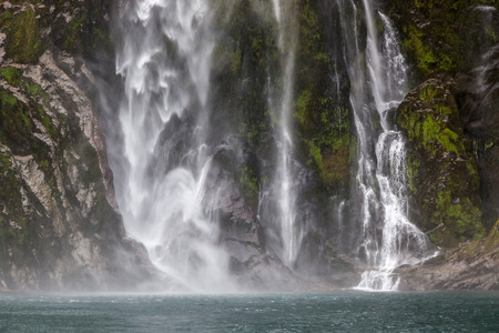 milford: Waterfall at Milford Sound
