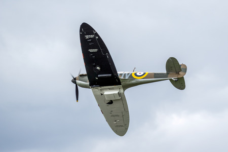 vickers: Spitfire Mk.Ia N3200 Editorial