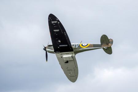 vickers: Spitfire Mk.Ia N3200 Editorial