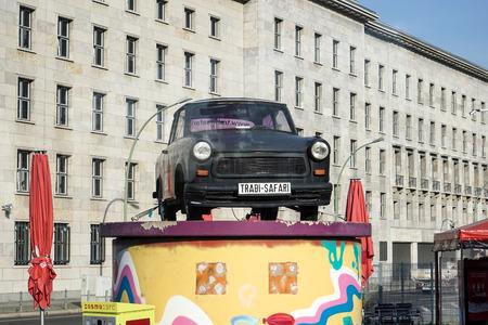 Old Trabant Auto auf dem Display in Berlin