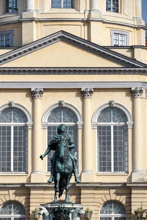 frederic: Estatua de Federico el Grande, en el Palacio de Charlottenburg en Berl�n